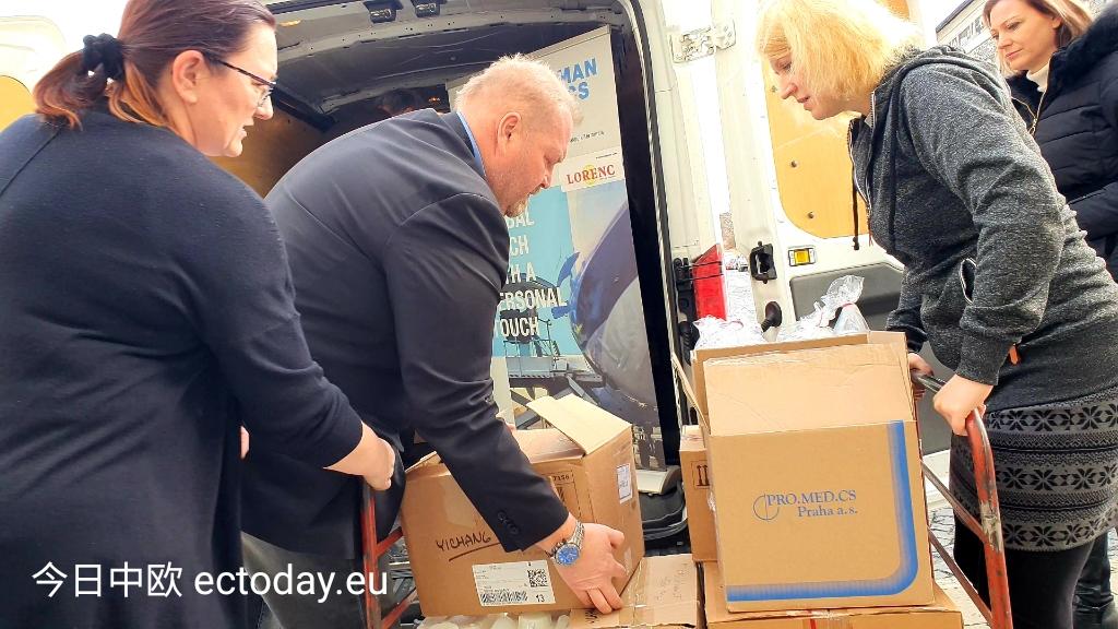 捷克还提供了600万捷克克朗的财政援助。
